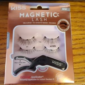 Brand new set of magnetic lashes with applicator